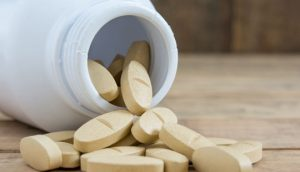 מיכל תרופות לטיפול בגאוט, כמו אלוריל, זילול, קולכיצין ואלופורינול