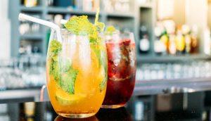 2 משקאות צבעוניים והשאלה, האם מותר אלכוהול לחולי גאוט