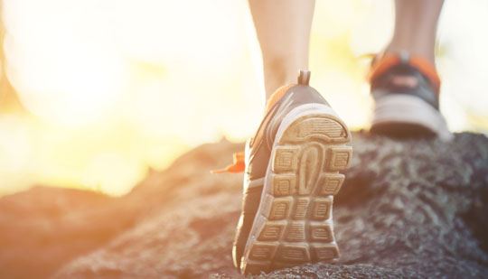 נעליים של אצן על סלע, גאוט וספורט